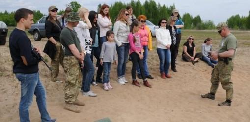 Ознайомче тренування для дружин та дітей організували бійці «Білого Вовку»