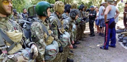 Cтрибки з парашутом курсантів ЦСпТП «Білий Вовк»